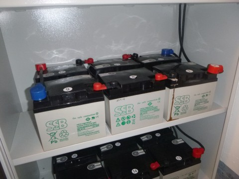 Batterien der Notbeleuchtung sind alle schwanger