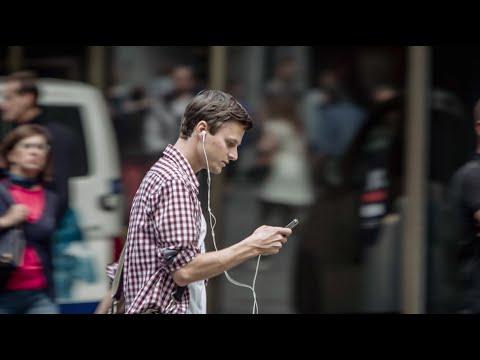 Zaubertrick mit dem Smartphone im Strassenverkehr